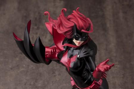 DC021_Batwoman_0120_R